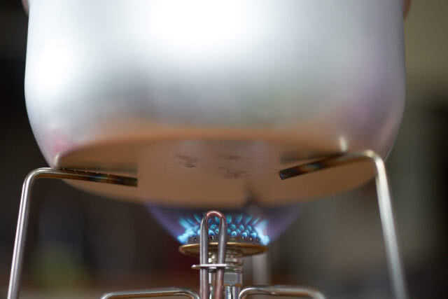 Alu Kochgeschirr auf Gas-Brenner