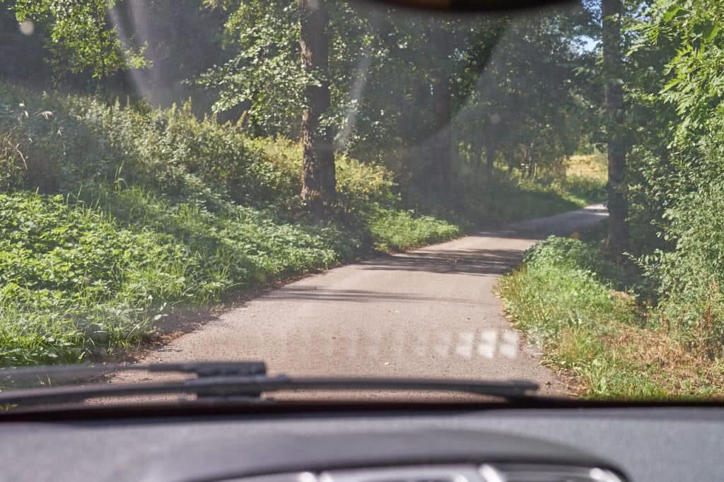 Blick durch Autoscheibe ohne Polarisationsbrille