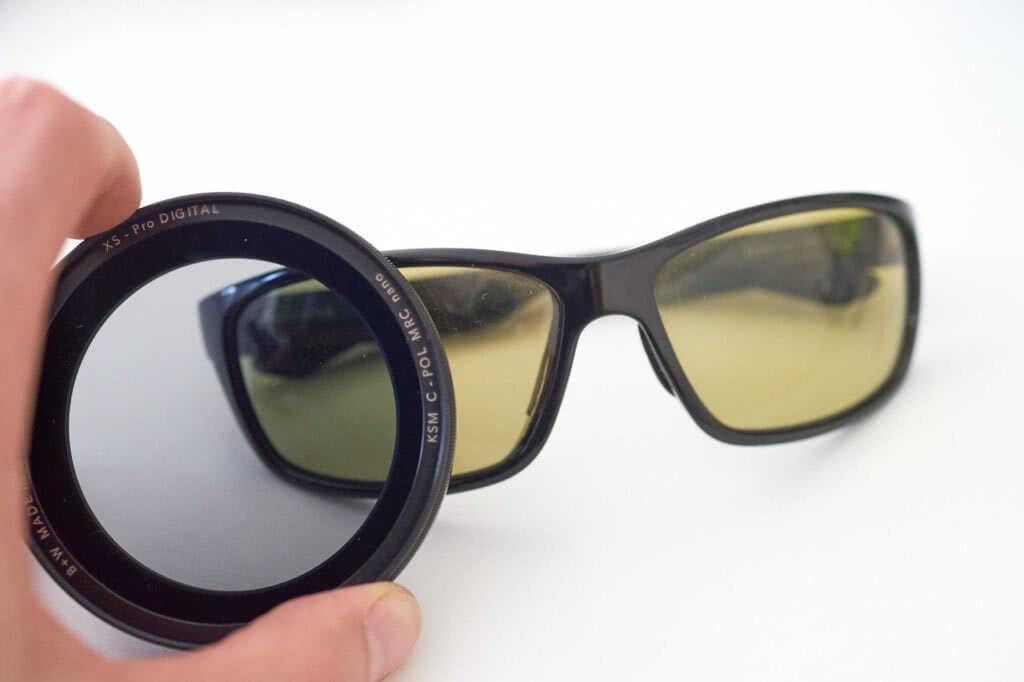 Polarisationsbrille und Polfilter nebeneinander